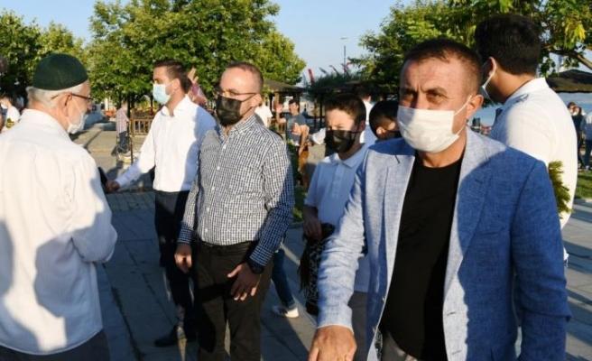 AK Parti Grup Başkanvekili Turan, bayram namazını Lapseki'de kıldı: