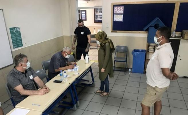 Bursa ve Eskişehir'de yaşayan Bulgaristan vatandaşları, erken genel seçim için sandık başına gitti