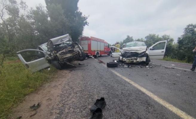 Bursa'da hafif ticari araç ile otomobil çarpıştı: 4 ölü, 5 yaralı