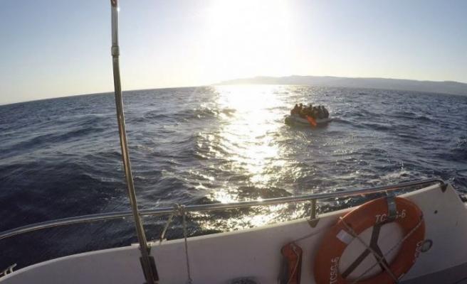 Çanakkale açıklarında 12 yabancı uyruklu kurtarıldı