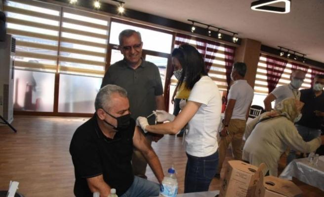Edirne'de pazar yerinde Kovid-19 aşı uygulama merkezi oluşturuldu