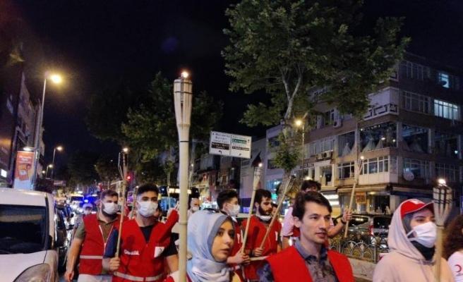 Genç Kızılay İstanbul'dan 15 Temmuz Meşale Yürüyüşü