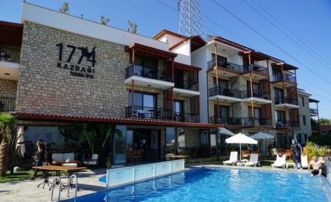 Kurban Bayramı tatilinin 9 gün olması Edremit Körfezi'ndeki turizm işletmecilerini sevindirdi