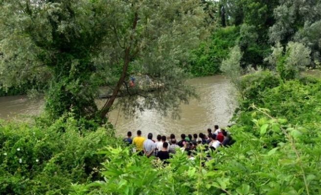 Sakarya Nehri'nde kaybolan gencin cansız bedenine ulaşıldı