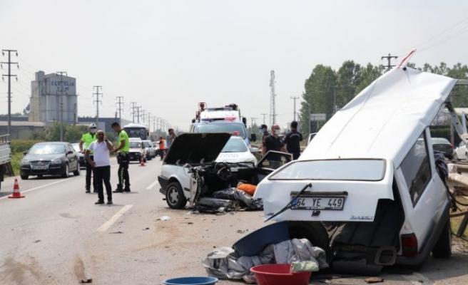 Sakarya'da iki otomobil çarpıştı: 6 yaralı
