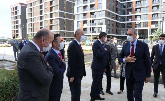 Adalet Bakanı Gül Edirne'de adliye personeliyle yemek yedi