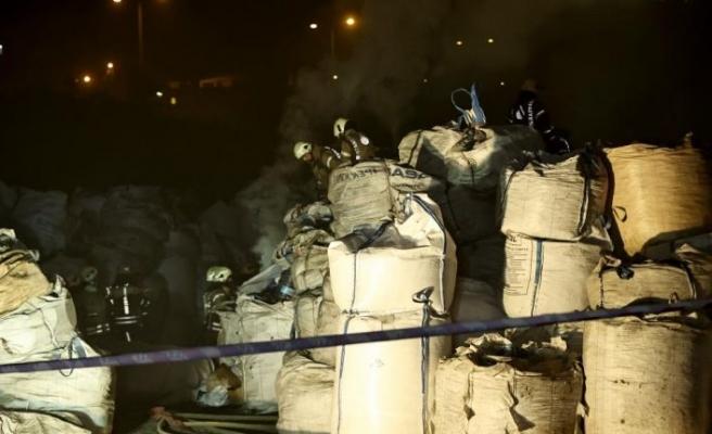 Avcılar'da geri dönüşüm tesisinde çıkan yangın söndürüldü