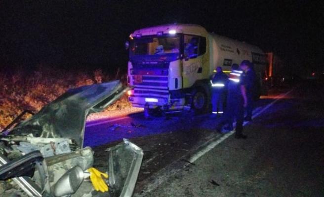 Balıkesir'de otomobil ile tankerin çarpışması sonucu 2 kişi öldü