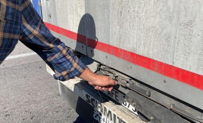 Edirne'de tır şoförleri şüphelilerin kaçak binişlerine ışıklandırma sistemiyle önlem alıyor
