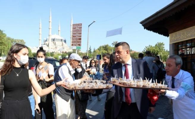 Edirnelilere Dünya Turizm Günü'nde tescilli lezzetler ikram edildi