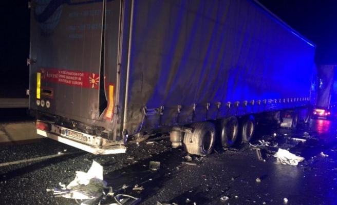 İpsala'da park halindeki tıra çarpan otomobilin sürücüsü öldü