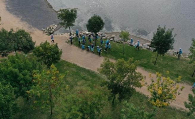 Kocaeli ve Bartın'da gönüllüler sahilleri temizledi