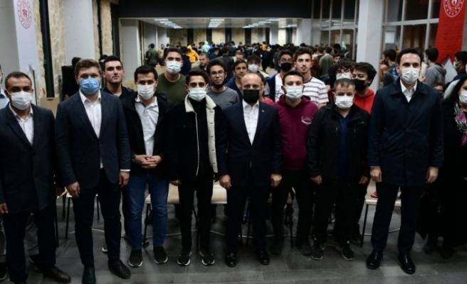AK Parti Grup Başkanvekili Turan Çanakkale'de TÜGVA kampını ziyaret etti