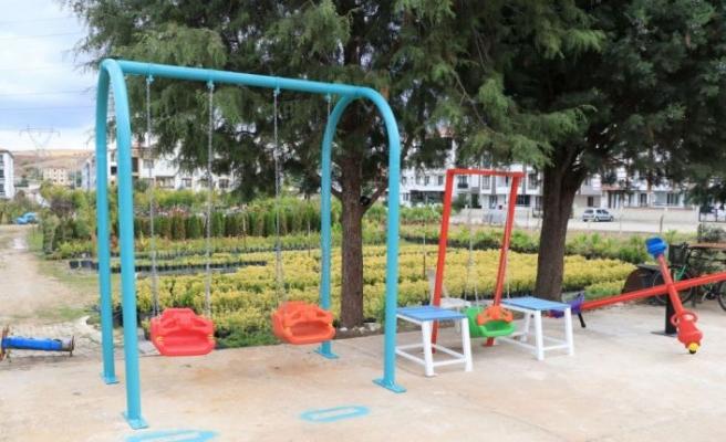Çiftlikköy Belediyesi, atıkları parklar için oyun gruplarına dönüştürüyor