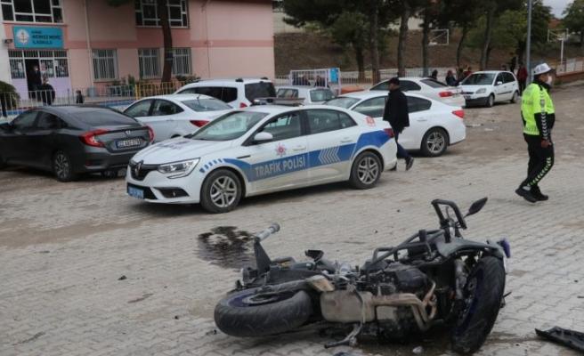 Edirne'de motosikletli polis memuru olay yerine giderken geçirdiği trafik kazasında  yaralandı