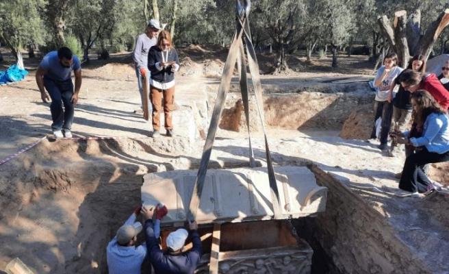İznik'te Hisardere kazılarında iki lahit bulundu