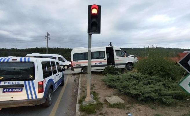 Kocaeli'de işçi servislerinin çarpıştığı kazada 5 kişi yaralandı