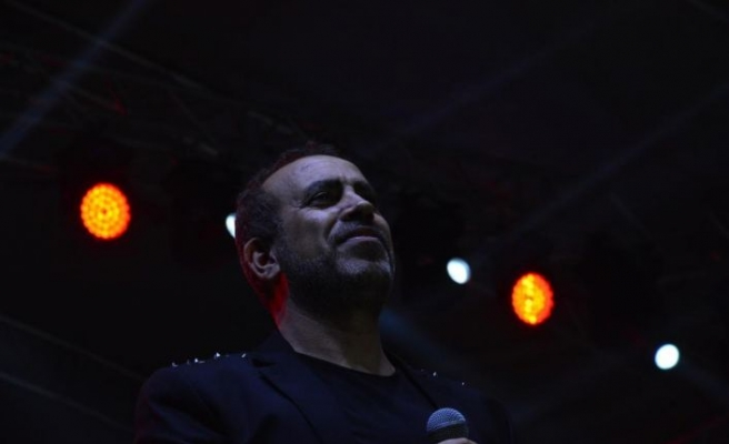 Rus Kızılordu Korosu ve Haluk Levent Bursa'da konser verdi