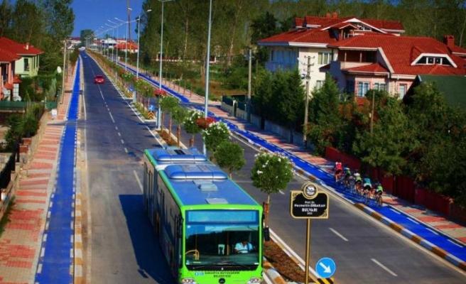 Sakarya'da sağlık çalışanları için ücretsiz ulaşım yıl sonuna kadar uzatıldı
