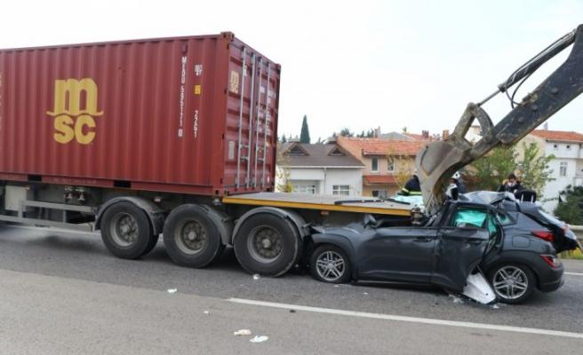 Tekirdağ'da tıra çarpan otomobilin sürücüsü ağır yaralandı