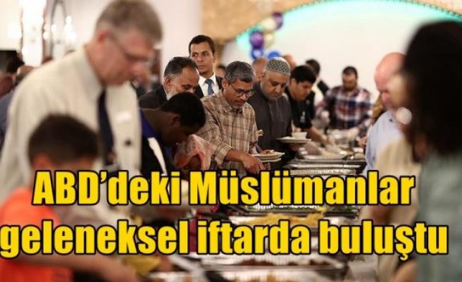 ABD'deki Müslümanlar geleneksel iftarda buluştu