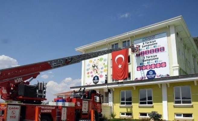 Afyonkarahisar'da FETÖ eğitim kurumlarının kapıları mühürlendi