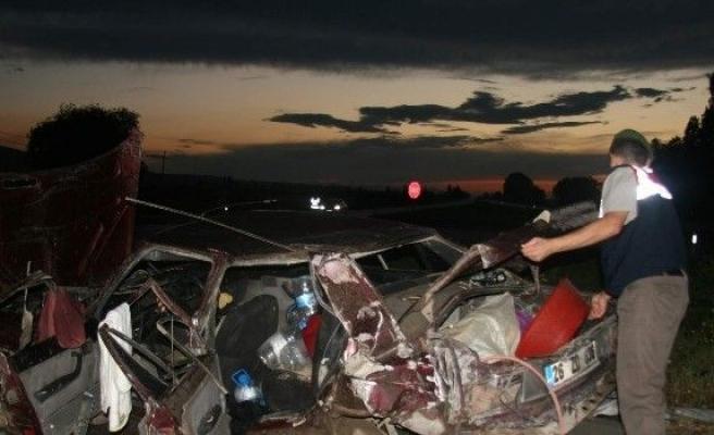 Afyonkarahisar'da Trafik Kazası: 2 Ağır Yaralı