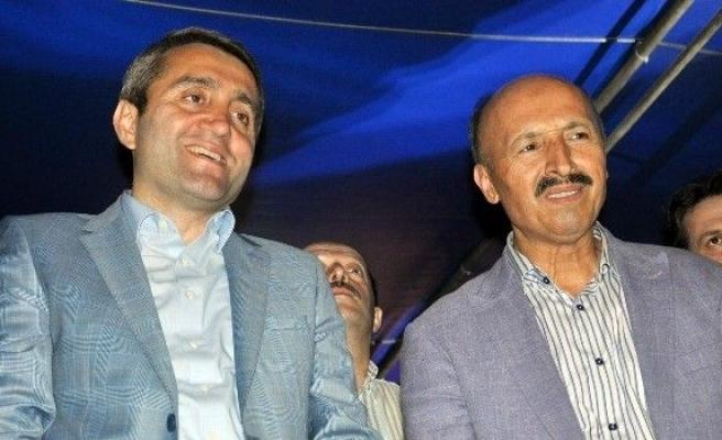 AK Parti İl Başkanı Selim Temurci, Sultangazi'de demokrasi nöbeti tutanlarla buluştu