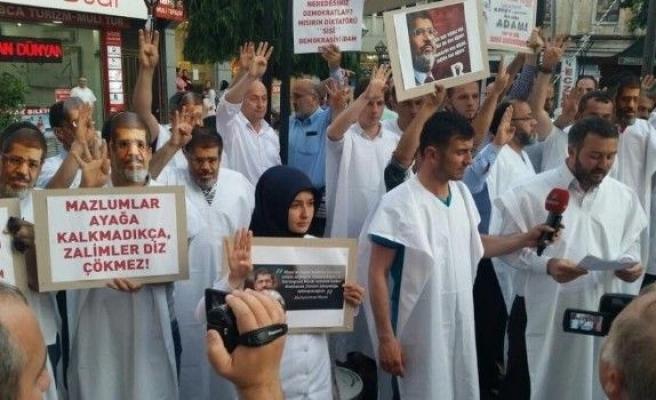 AK Parti'li Gençlerden 'Mursi Protestosu'