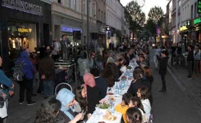 Almanya'da Bin 500 kişilik İftar!