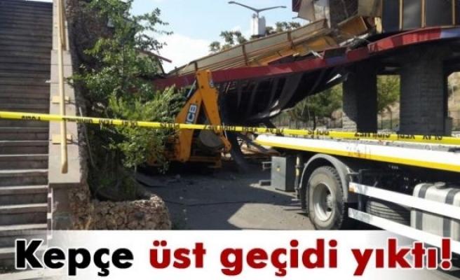 Ankara'da üst geçit çöktü