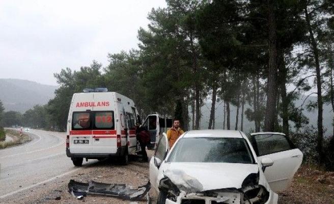 Antalya'da iki ayrı trafik kazası: 1'si ağır 6 yaralı