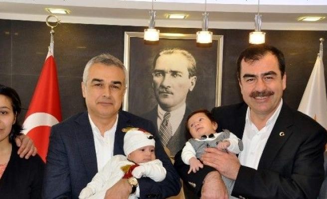 Aydın AK Parti 'Ömer Halisdemir' bebekleri ağırladı