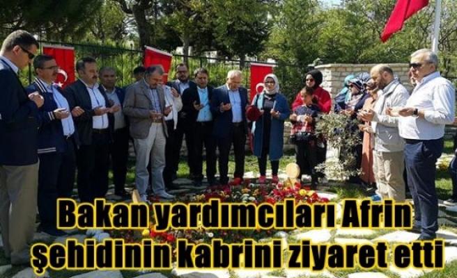 Bakan yardımcıları Afrin şehidinin kabrini ziyaret etti