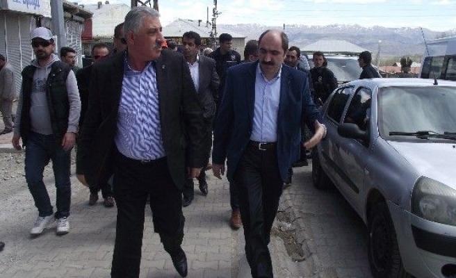 Başkale'de AK Partililere Saldırı