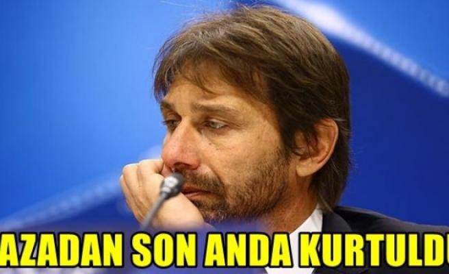 Chelsea'nin teknik direktörü Conte'nin aracına masa düştü