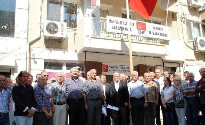 CHP Manisa Teşkilatında Özgür Özel Depremi
