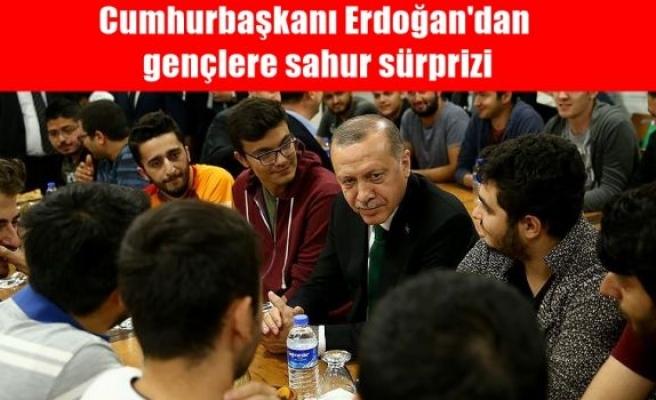 Cumhurbaşkanı Erdoğan'dan gençlere sahur sürprizi