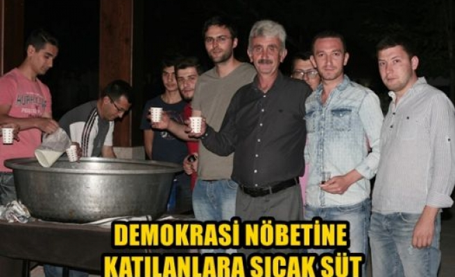 Demokrasi nöbetine katılanlara sıcak süt