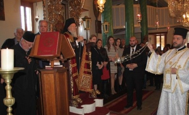 Depremde Yıkılan Kilise Onarılarak İbadete Açıldı