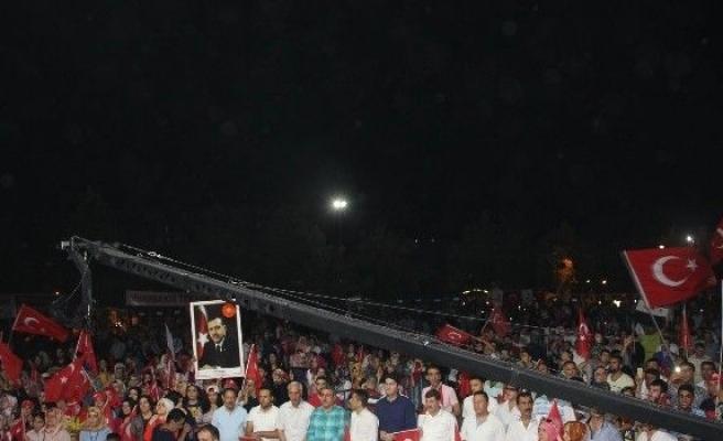 Diyarbakır'da demokrasi nöbeti devam ediyor