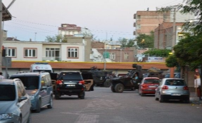 Diyarbakır'da Hücre Evini Basan Polis İle Teröristler Çatıştı: 3 Polis Şehit, 2 Polis Yaralı