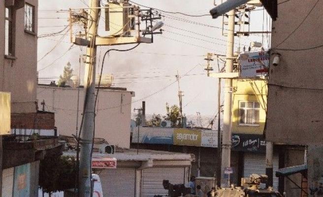 Diyarbakır'da PKK'lı teröristlere yönelik düzenlenen operasyona asker takviye edildi