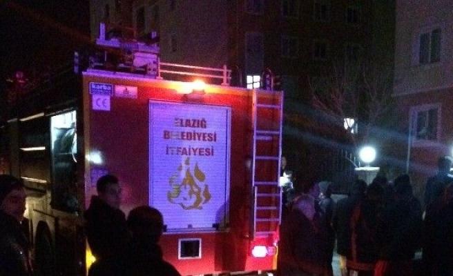 Elazığ'da ev yangını: 3 kişi hastaneye kaldırıldı