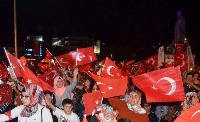Eski Bakan Ünal, Malatya'da milli irade nöbetine katıldı