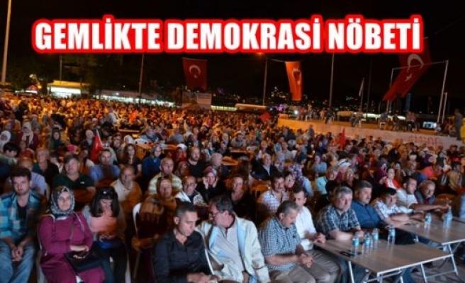 Gemlik'te demokrasi nöbeti
