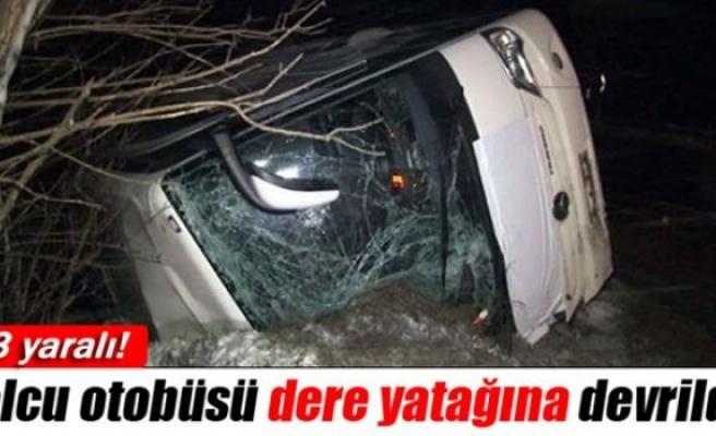 Kar yağışı etkisiyle yolcu otobüsü devrildi: 13 yaralı!