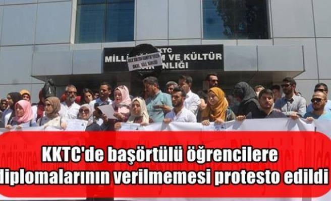 KKTC'de başörtülü öğrencilere diplomalarının verilmemesi protesto edildi