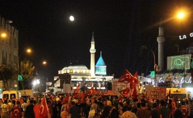 Konya'da Darbe Girişimine Tepki sürüyor