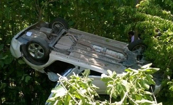 Mardin'de Otomobil Şarampole Yuvarlandı: 2 Yaralı